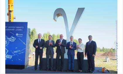 Главные лица региона приехали на открытие строительства