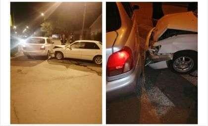 Машины столкнулись на перекрёстке
