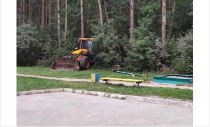 Техника работает на границе с лесными участками