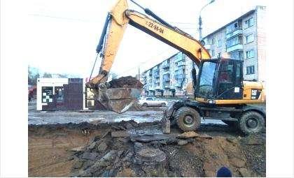 На века строят дорогу на ул. Черемушной. Молодцы!