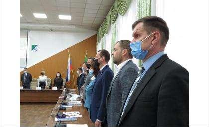 Депутаты провели первую сессию