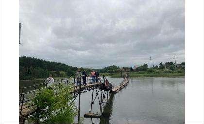 Пока дачники вынуждены ходить по старому мосту