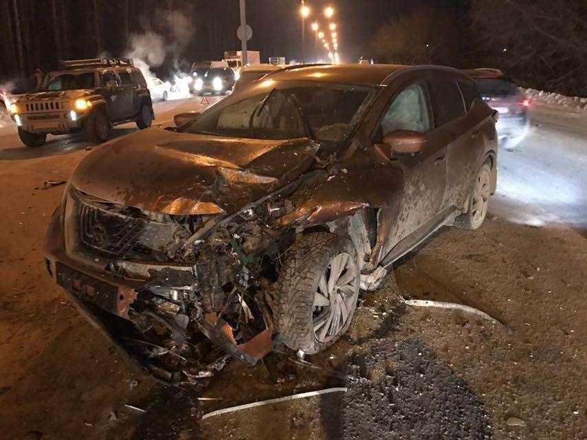 ВНовосибирске наБердском шоссе столкнулись три автомобиля