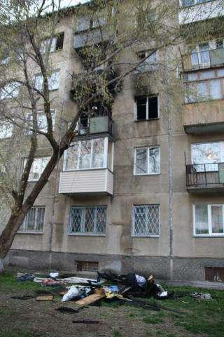 В Бердске в многоэтажке подожгли квартиру