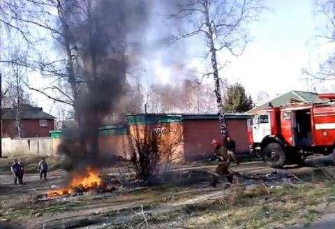 Работники СТО сжигали мусор и покрышки возле АЗС в Бердске