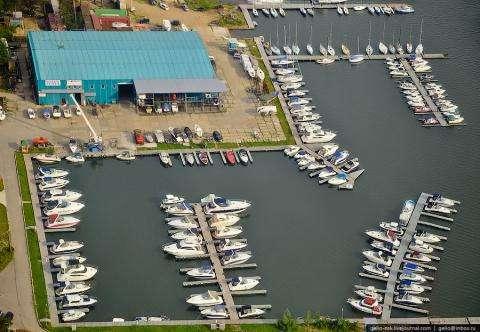 Взрывное устройство подложили к «Ламборджини» в яхт-клубе Бердска