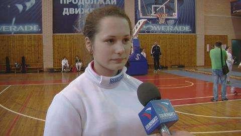 Именную шпагу чемпионки мира Любови Шутовой получила фехтовальщица из Бердска