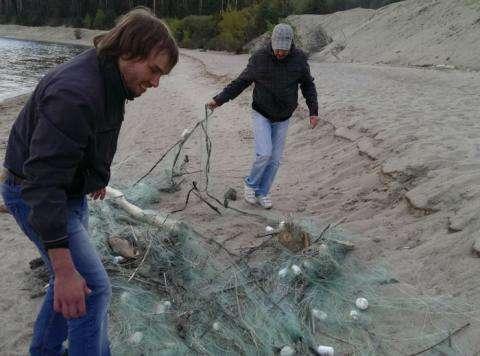 Две огромные браконьерские сети нашли рыбаки на «косе» в Бердске
