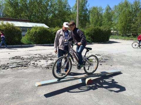 Школьники в Искитиме мастерски водили велосипеды