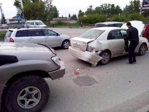 Джип таранил седан у перекрестка в Бердске