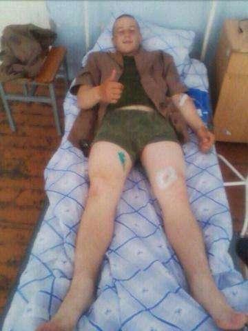 Солдат почти не пострадал после того, как по нему проехал БТР. Фото http://twower.livejournal.com