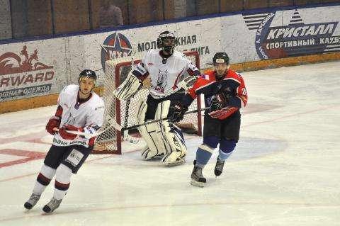 Хоккеисты из Бердска играют в предсезонных играх