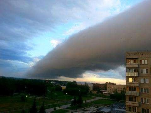 Это природное явление наблюдали жители Бердска рано утром 14 июля 2014 года