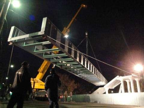 Мост через трассу М-52 у вокзала в Бердске построили в 2011 году для того, чтобы пешеходы не выходили на дорогу