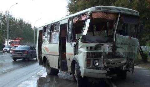 В автобусе пострадали люди