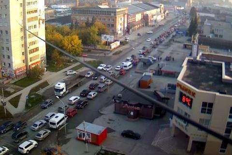По ул. Первомайской в сторону трассы М-52 большой затор. На мосту авария