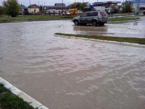 Из-за неработающих ливневых канализационных систем Бердск во время сильных дождей затапливает в нескольких районах