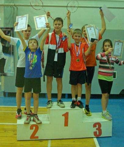 Юные бадминтонисты-победители