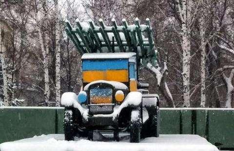 Осквернен Монумент Славы в Новосибирске - покрашен в цвета Украинского флага