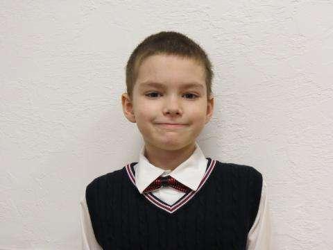 Третьеклассник Сергей Фесик - юный талантливый циркач. Награжден именной стипендие кафе Smile City