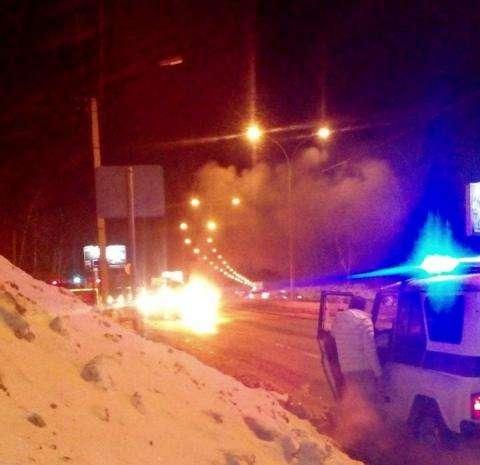 Сбегавший от погони автомобиль сгорел