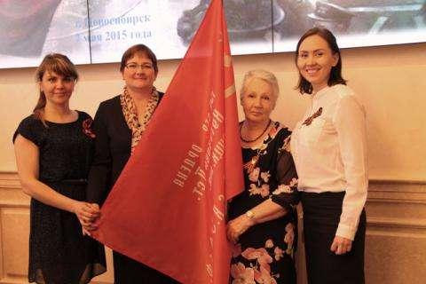 Бердская делегация получила копию Знамени Победы