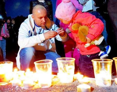 Свечи зажгли жители Бердска в память о погибших в годы войны