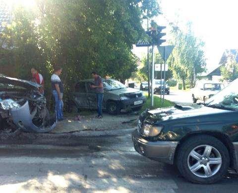 Авария на перекрестке улиц Суворова и Островского в Бердске