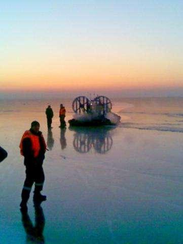 Спасатели ищут утонувший автомобиль и рыбаков. Фото с места происшествия
