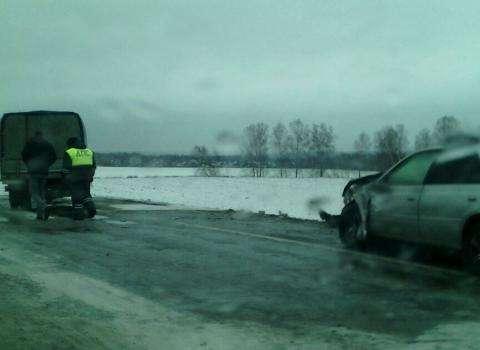 В автоаварии пострадали люди
