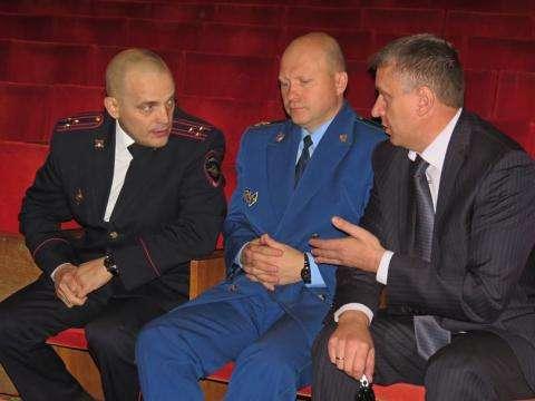 Начальник ОМВД Сергей Проценко, прокурор Бердска Александр Власов и и.о. мэра Андрей Михайлов (слева направо)