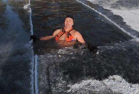Плавание в ледяной воде для Виталия Панасюка - часть жизни