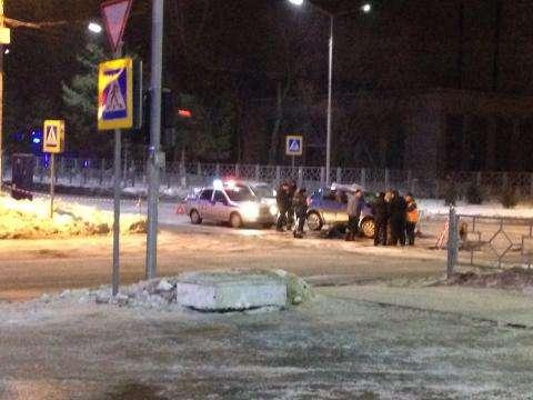 Машины попали в канализационный люк в центре Бердска