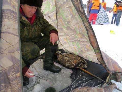 Подледный лов рыбы не всегда безопасен
