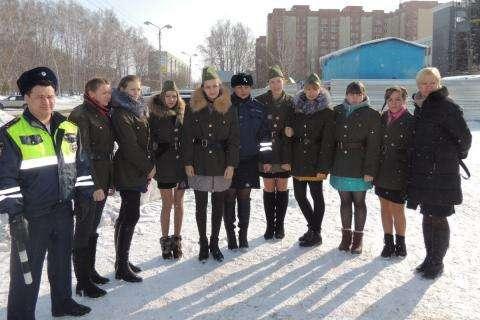 Необычное поздравление с Днем защитников Отечества прошло в Бердске по инициативе ГИБДД