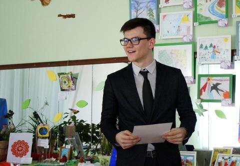 Эмиль Отакулов декламировал рассказа Аркадия Аверченко «Поэт»