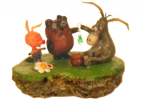 Вини-Пух, Пятачок и ослик Иа располагаются на срезе макового зернышка