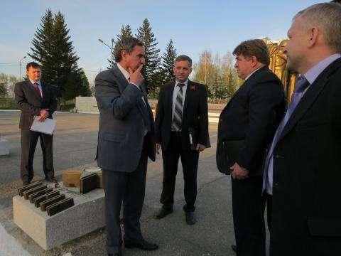 Губернатор Новосибирской области Владимир Городецкий с властями Бердска  побывал на Мемориале Славы