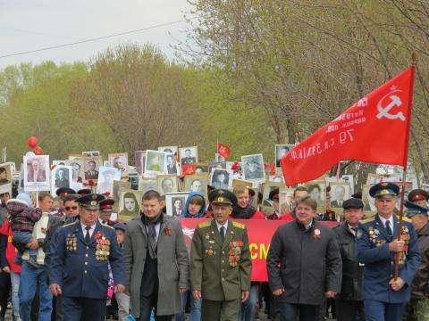 Колонна Бессмертного полка в Бердске. Фото Галины Жильцовой