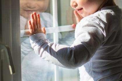 Дети у окна- всегда опасность