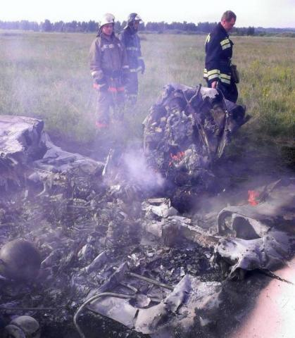 На аэродроме в Бердске самолет ЯК-52 ушел в штопор через 12 секунд полета, рухнул и загорелся. В нем погибли пилот-инструктор и курсантка