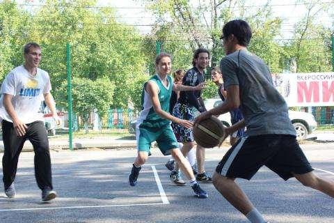 Турнир «Оранжевый мяч» посвятили 60-летию основания баскетбола в Бердске