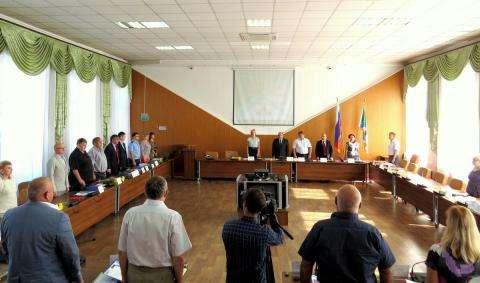 На внеочередной сессии горсовета Бердска 25 августа 2016 года из 21 депутата присутствовали 19. Это - последняя сессия перед выборами