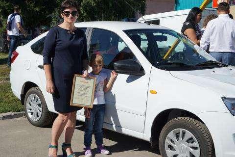 Светлана Трегубенко и ее новенькая «Лада Гранта»
