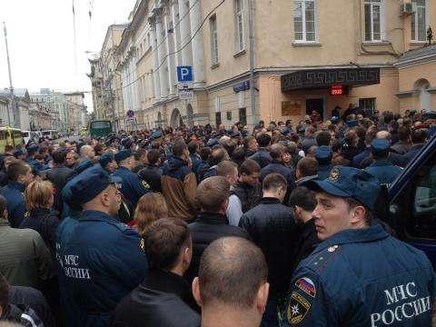 Брянские пожарные почтили память погибших в столице коллег