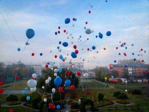 Акция в лицее №7 в Бердске – шары и птицы Мира