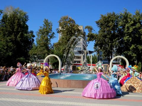У обновленного ДК «Родина» теперь работает фонтан