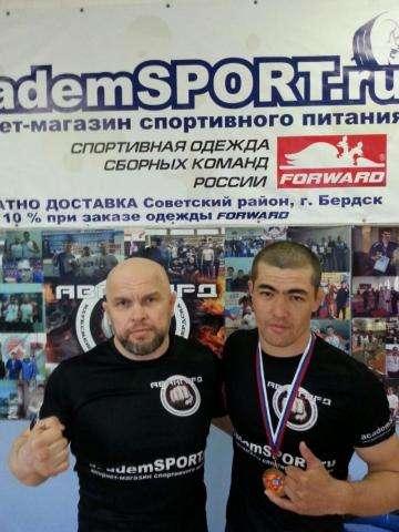 Тренер Сергей Евстафьев и его воспитанник Сардор Худайбердиев