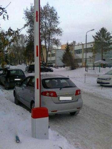 Во дворе дома №33 на ул. Ленина появились шлагбаумы