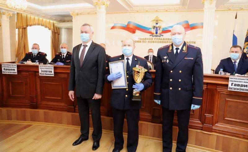 Автомобилем наградили участковых полиции Бердска за победу в конкурсе профмастерства